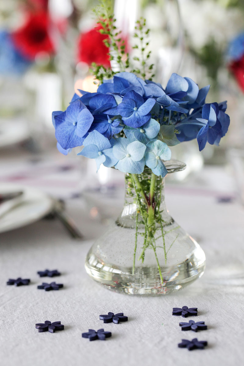 Table with small vases with blue decor