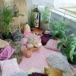 Fest på balkongen. Sitt på tepper, puter og pledd!