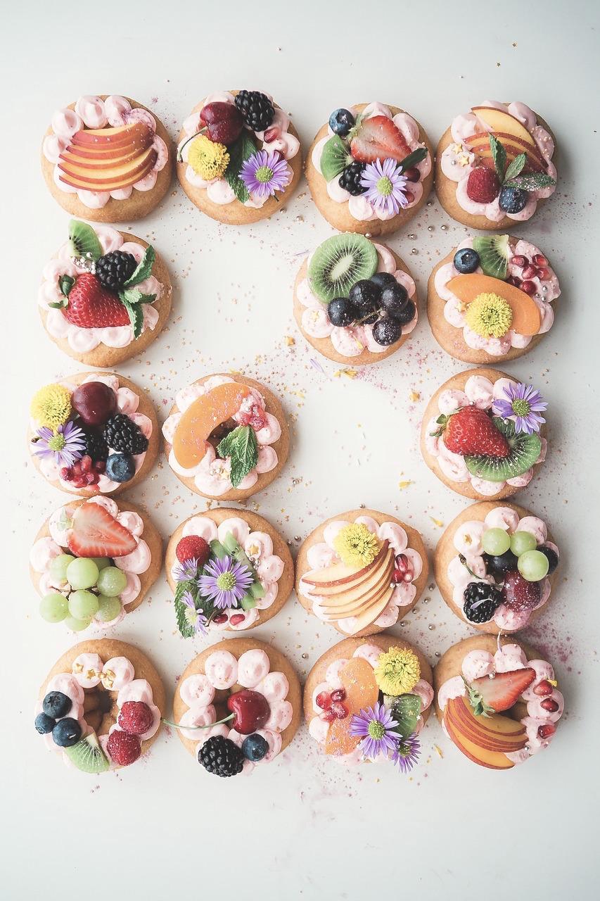 Edible flowers cake