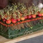 Rødmende nyper i mat og drikke, på festbordet og som pynt på gaver