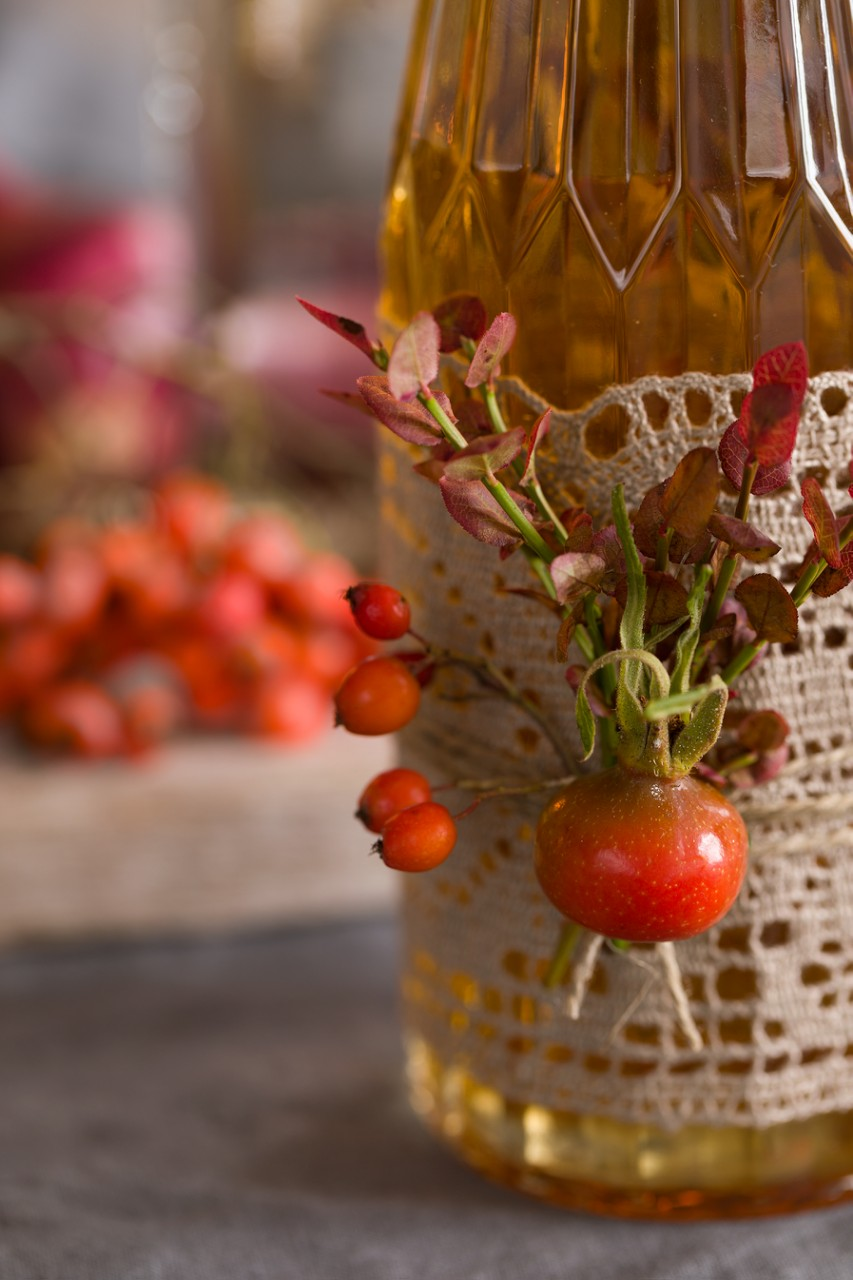 How to decorate a bottle on your autumn table