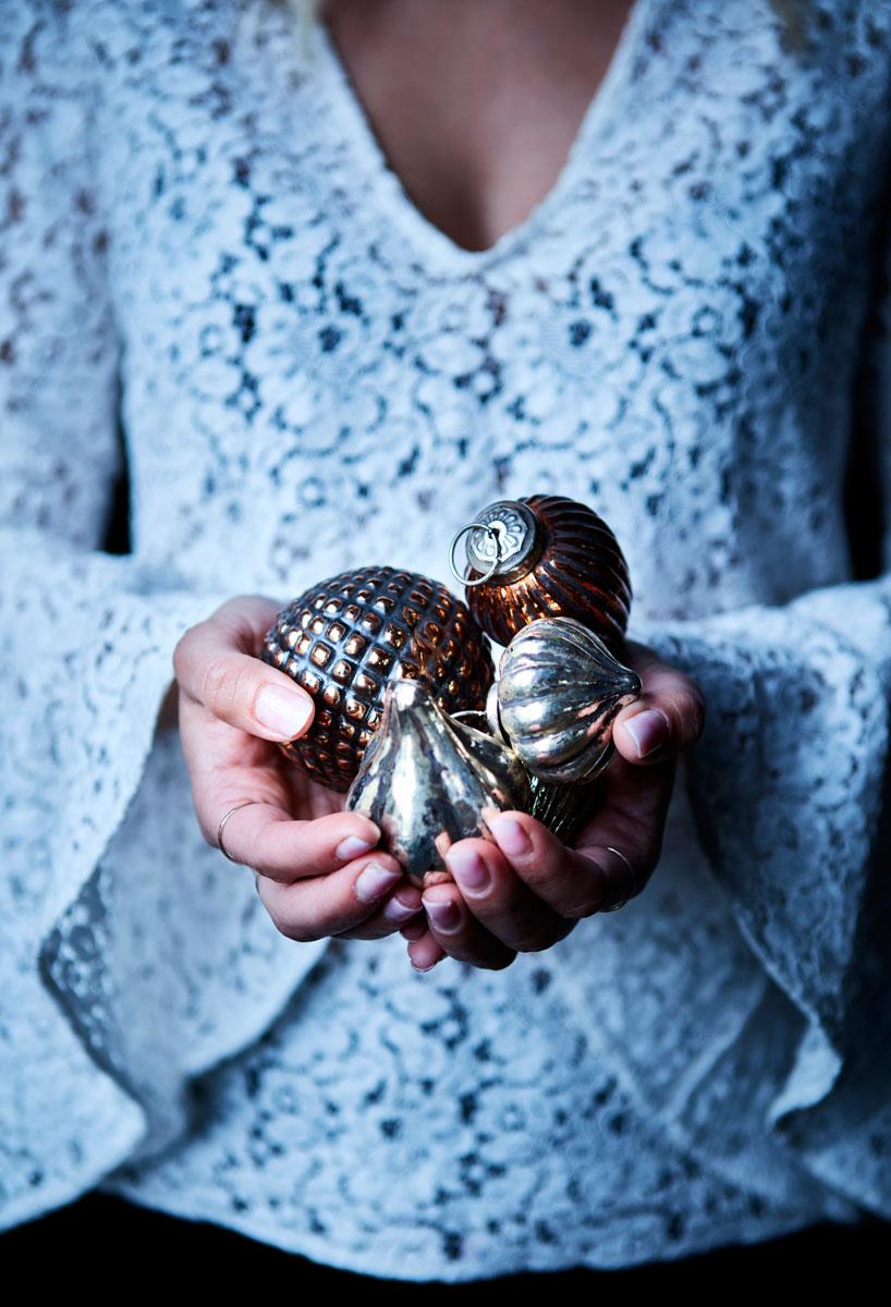 Julekuler i brunt og bronse