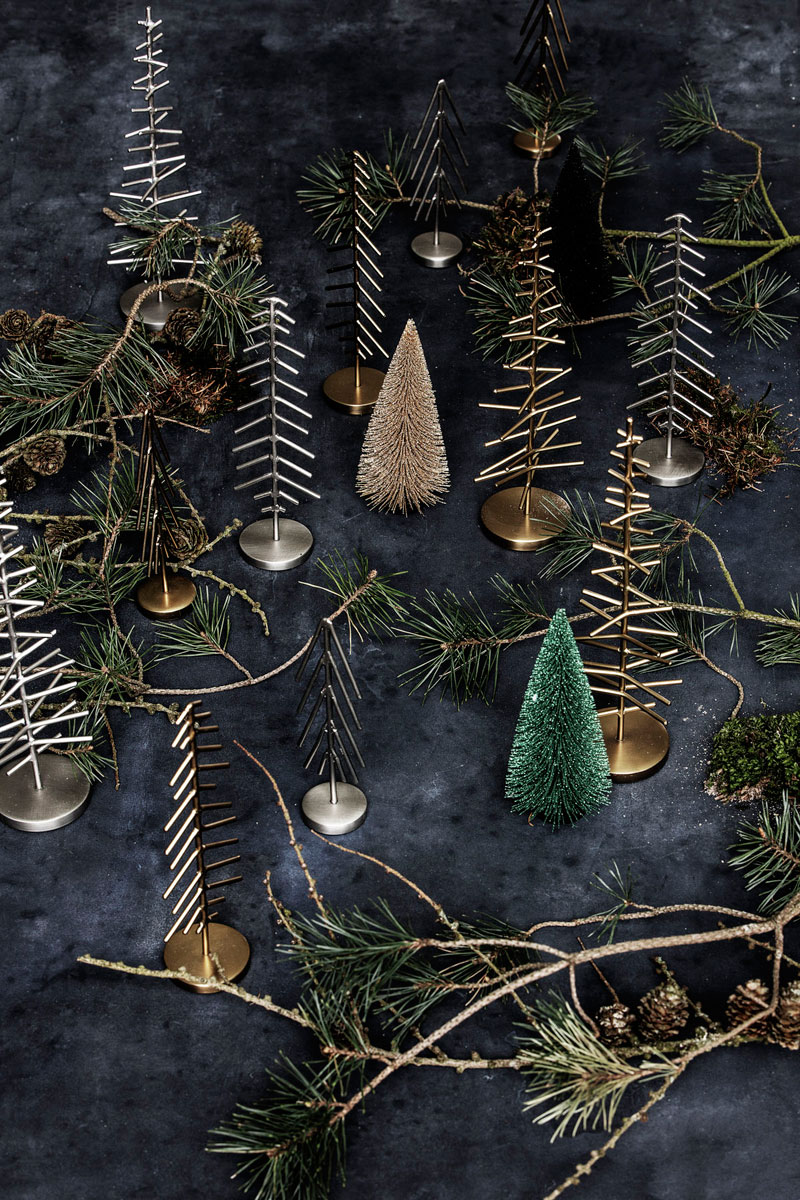Borddekking i gull, messing og naturlige nordiske farger.