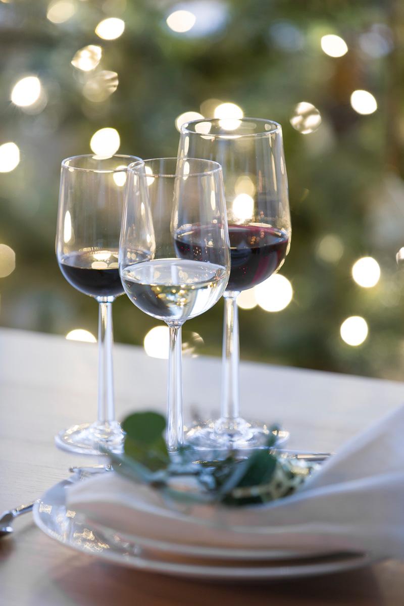 Rødvinsglass, hvitvinsglass og dessertvinglass.