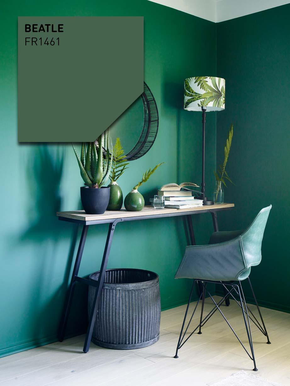 Hjemmekontor med grønne vegger.