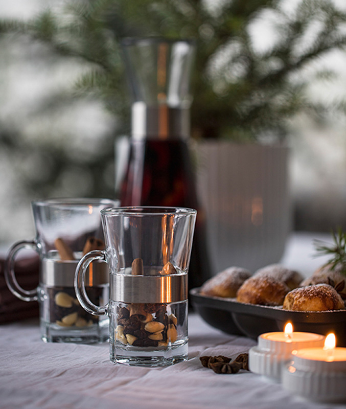 Klassisk gløgg med rødvin, rosiner og mandler