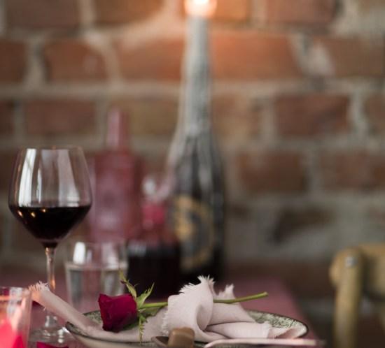 Romantisk borddekking til Valentine