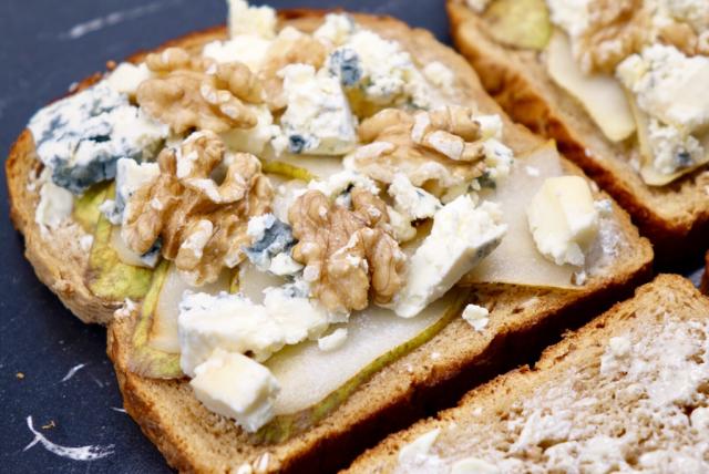 Sandwich med päron och ädelost