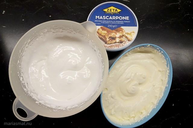 cheesecake med pepparkakor och polkagrisar