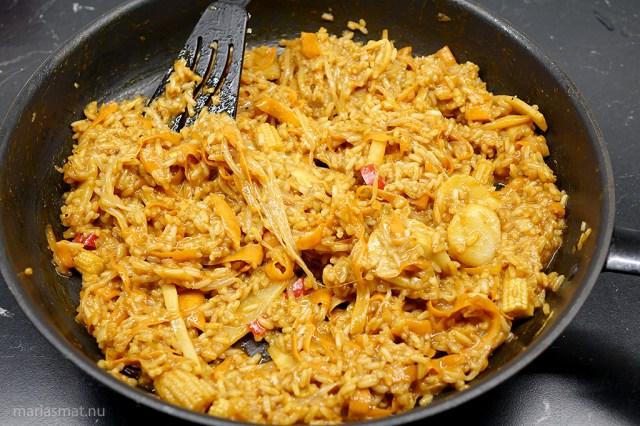 Stekt ris med lax