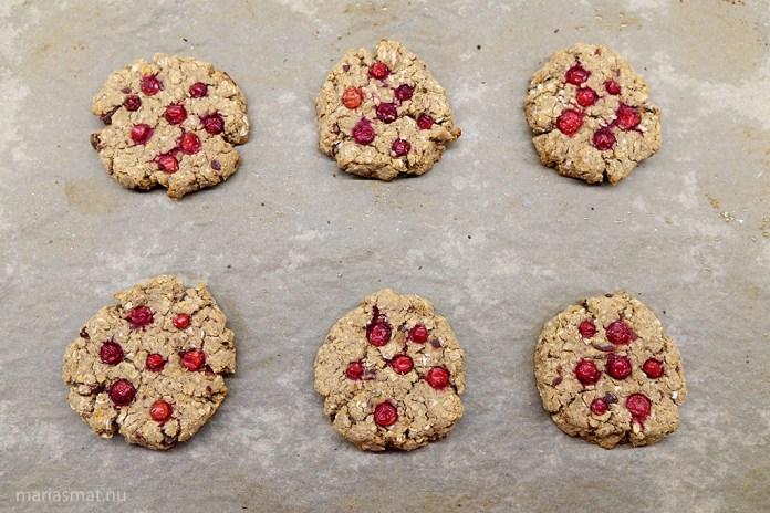 Kikärtscookies med lingon