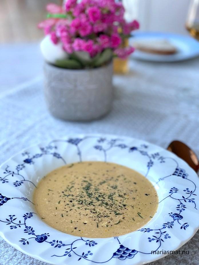 Morotssoppa med egenkokt räkbuljong
