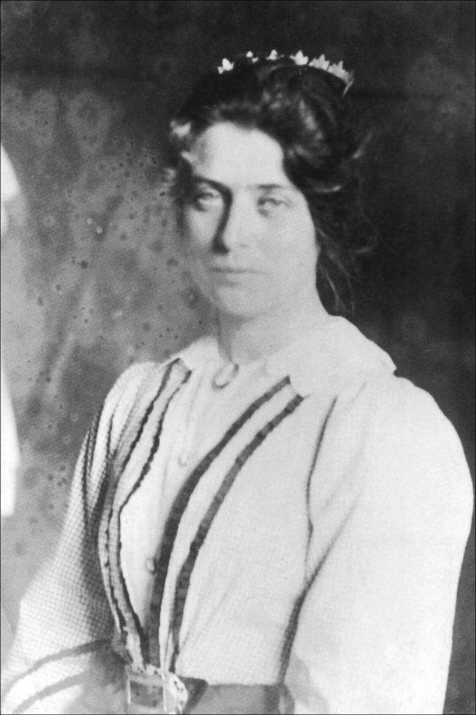 Marie Krøyer med diadem