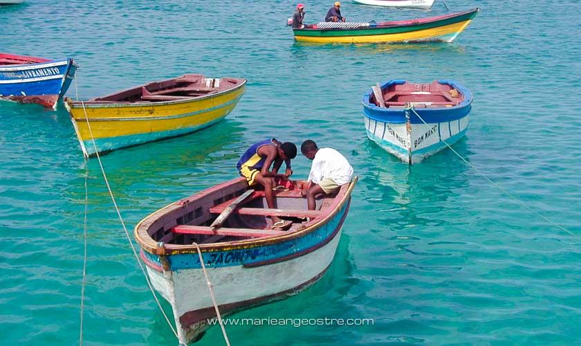 Cap-Vert, pêcheurs sur plage de l'hôtel Morabeza, île de Sal © Marie-Ange Ostré