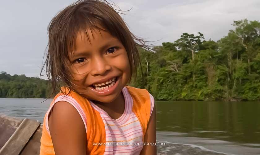Guyane, fillette Amérindienne sur l'Oyapock © Marie-Ange Ostré
