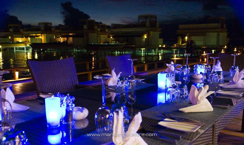 Maldives, hôtel Angsana Velavaru, restaurant des villas sur lagon © Marie-Ange Ostré