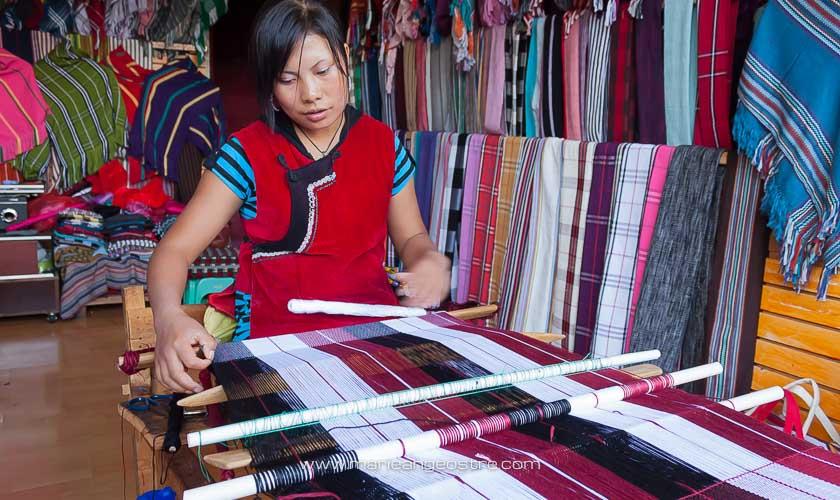 Chine, tissage dans la vieille ville de Lijiang, Yunnan © Marie-Ange Ostré
