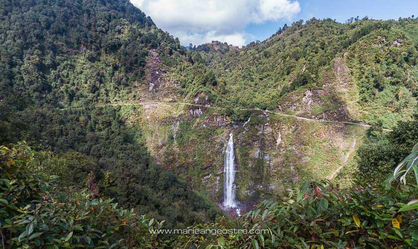 Bhoutan, chutes d'eau sur la route vers Trongsa © Marie-Ange Ostré