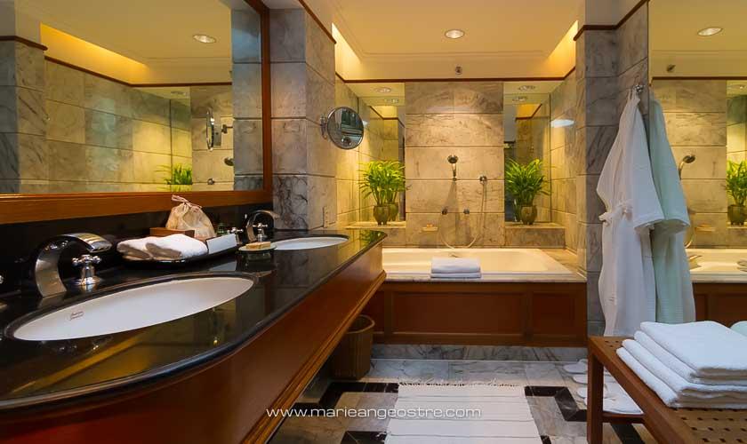 Thaïlande, salle de bains au Four Seasons Bangkok © Marie-Ange Ostré