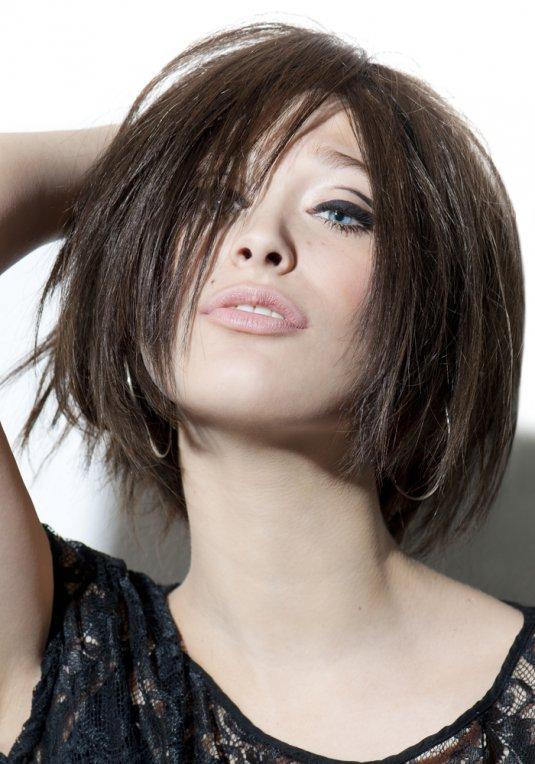 Carré Plongeant Se Couper Les Cheveux Soi Meme Dégradé Court | BlaguesML