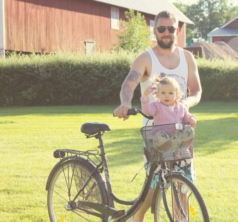 Ellie cyklar