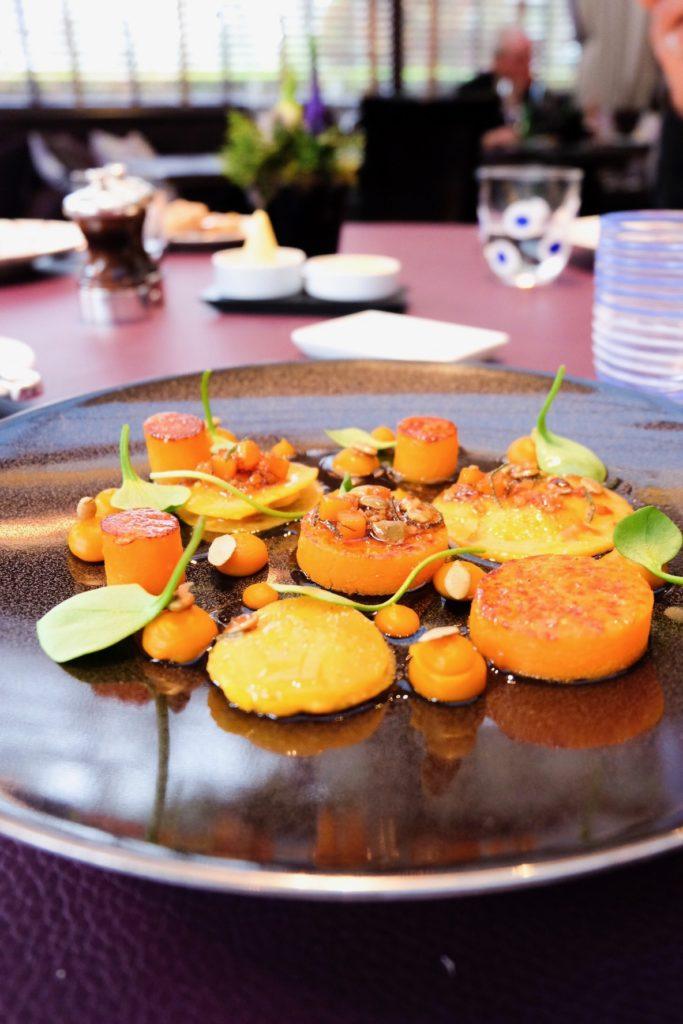 La courge Kabocha en déclinaison, ravioles de ricotta, sauce vierge à la sauge
