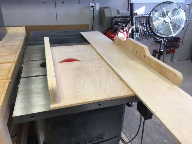 Cutting panels to length with the cross cut sled