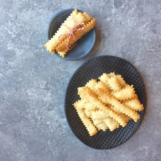 How to make Crispy, Addictive Cheese Straws