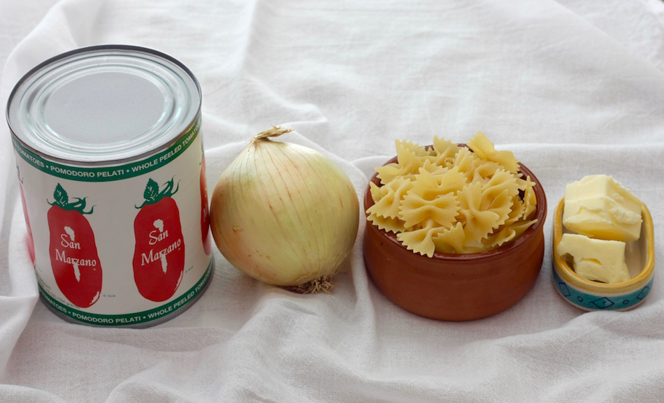 Ingredients for tomato and butter sauce