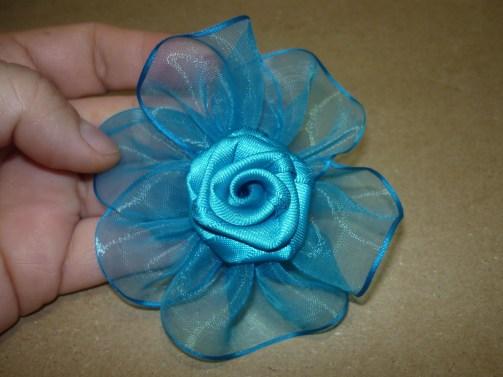 Flor en cinta organza para el cabello