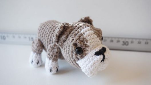 Perro bulldog amigurumi