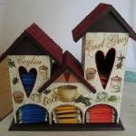 Casa de carton o madera para guardar el té