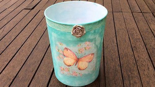 Como decorar envases de pástico con decoupage