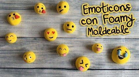 Imanes y bolitas de emojis de foamy moldeable