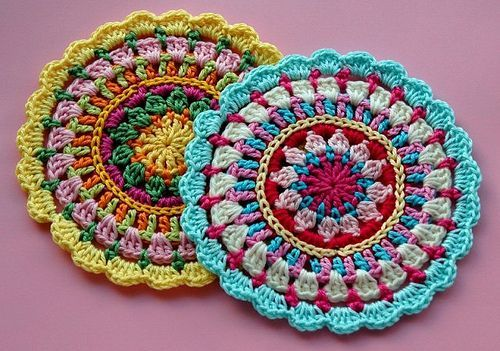 Mandala hecha en crochet con patrón(2)