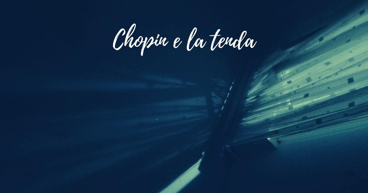 Chopin e la tenda - luci e ombre proiettate sul soffitto e una libellula immaginaria che muove le ali al vento