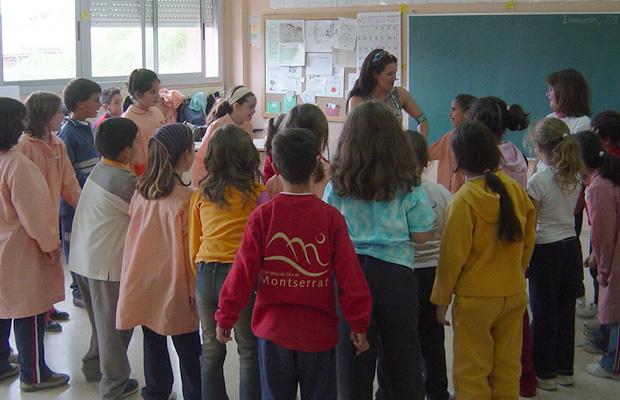clase-en-colegio-danza-del-vientre-2004-5