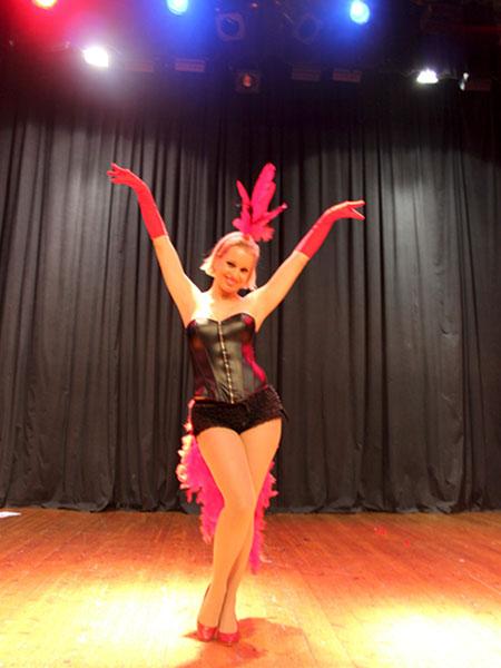 Vedettes-Burlesque-Actuacion-Katalin
