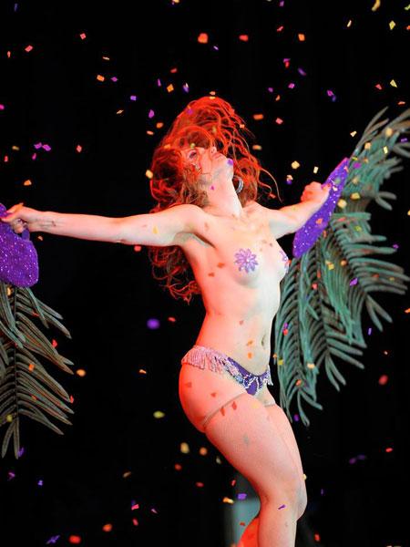 world-burlesque-games-london-2014-red-juliette