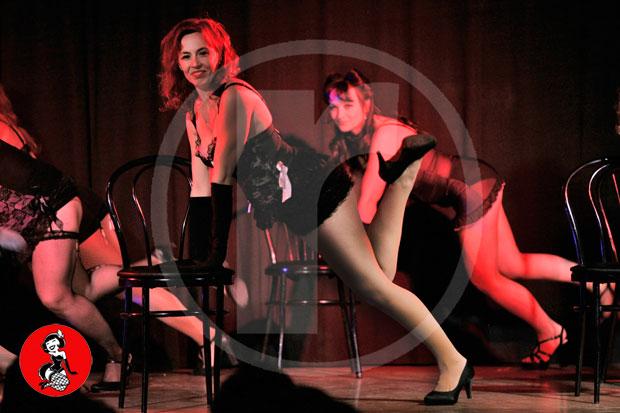 Actuacion-burlesque-barcelona-marina-salvador-sexy-chair-5