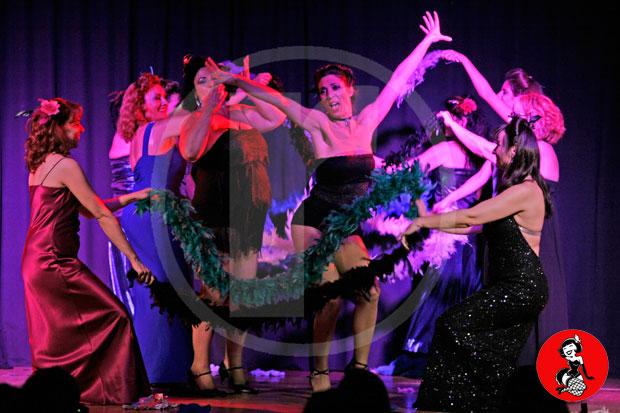 Actuacion-burlesque-barcelona-marina-salvador-vestido-glamour-2