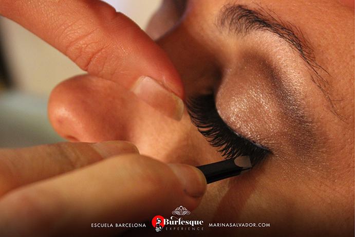 como-maquillarse-pinup-22