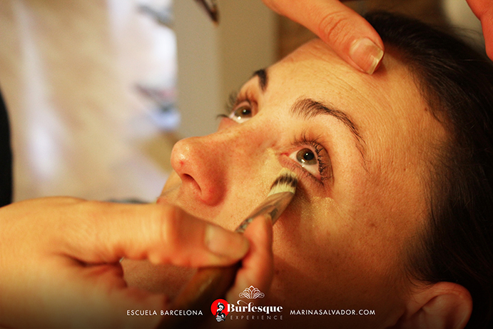como-maquillarse-pinup-3
