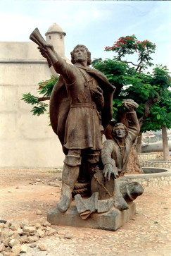 Angola - Luanda - Musée 3 - statue