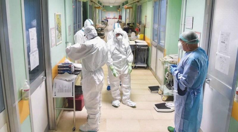 """Una corsia del """"reparto Covid"""" di un ospedale calabrese"""