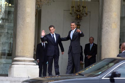 NICOLAS SARKOZY RECOIT BARAK OBAMA, CANDIDAT DEMOCRATRE A LA PRESIDENCE DES USA