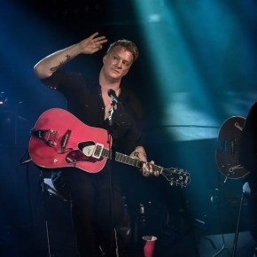 """Queens of the Stone Age, Studio 105 """"Very good trip"""", France Inter, Paris, 28/08/2017"""
