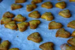 biscuits en forme de coeurs cuits