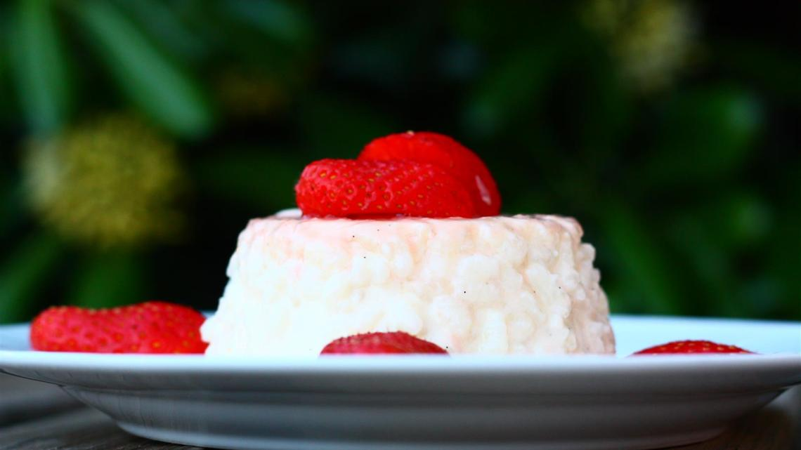 Rice pudding à l'impératrice with gariguettes strawberries