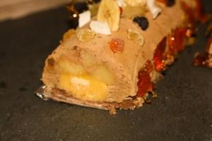 Bûche de Noël pomme poires caramel pistache biscuit cacao